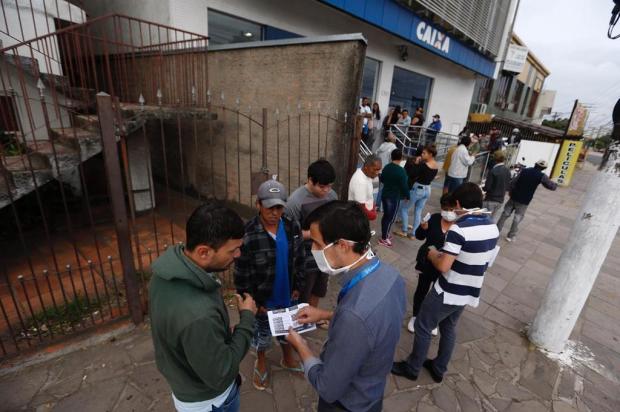 Agências da Caixa têm filas e usuários reclamam de app que permite saque de auxílio emergencial Lauro Alves/Agencia RBS