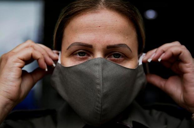 Costureiras entregam máscaras contra coronavírus para a Brigada Militar Mateus Bruxel/Agencia RBS