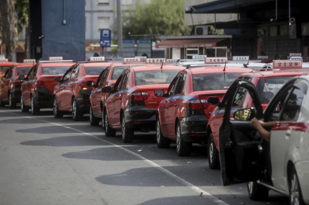 Com redução de até 90% nas corridas, taxistas de Porto Alegre aguardam auxílio emergencial de R$ 600 André Ávila/Agencia RBS