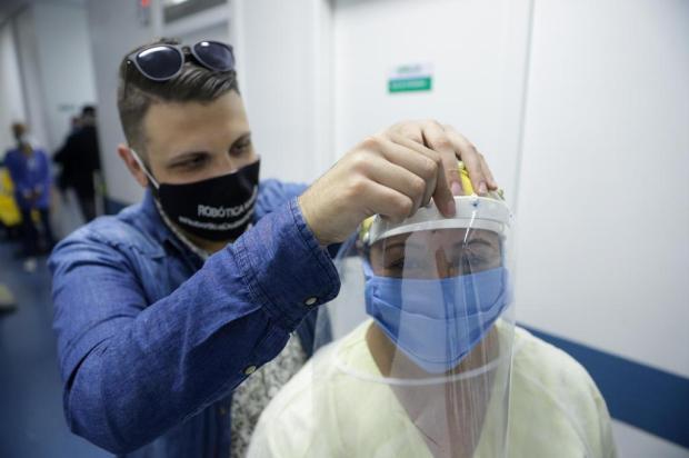Jovens de Viamão fabricam e doam máscaras para UPA da cidade Isadora Neumann/Agencia RBS