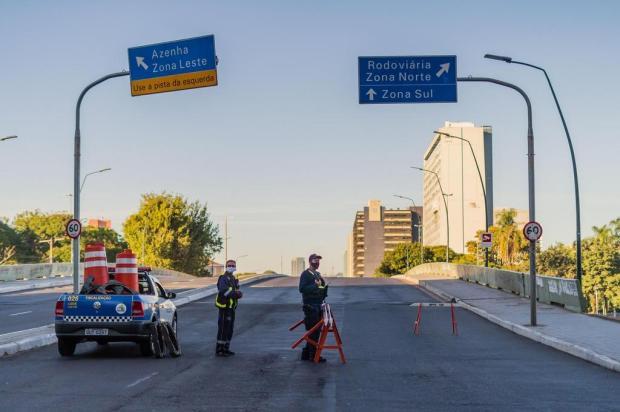 """Viaduto dos Açorianos é interditado por """"grave dano estrutural"""" em Porto Alegre Cesar Lopes/PMPA/EPTC"""