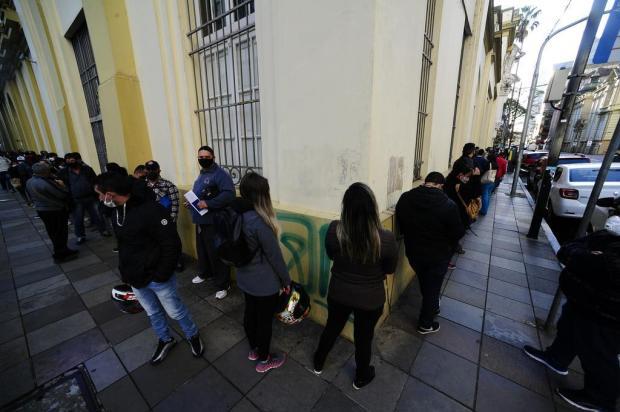 Sine registra longa fila de pessoas em busca de vagas de trabalho e seguro-desemprego em Porto Alegre Ronaldo Bernardi/Agencia RBS