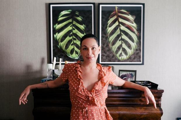 """Carolina Ferraz passa distanciamento social junto do ex-marido: """"Muito amigo"""" Instagram @carolinaferraz  / Reprodução/Reprodução"""