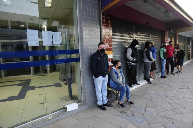 Pagamento da segunda parcela do auxílio emergencial começa com poucas filas em agências da Caixa Ronaldo Bernardi/Agencia RBS
