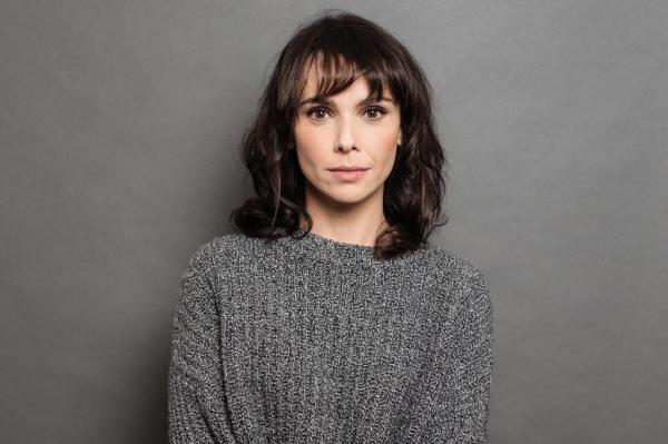 Teatro com Débora Falabella, reunião do elenco de