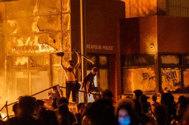 Manoel Soares comenta recentes casos de racismo no Brasil e no mundo KEREM YUCEL/AFP
