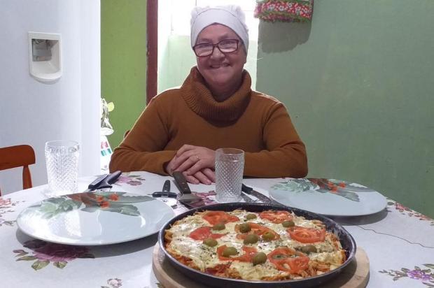 Pizza de frango da Geny: saiba como preparar uma massa crocante e fininha Juliano Trindade/Agencia RBS