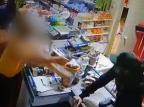 Vídeo mostra comerciante reagindo e atirando em assaltante dentro de mercado em São Leopoldo Polícia Civil/Divulgação