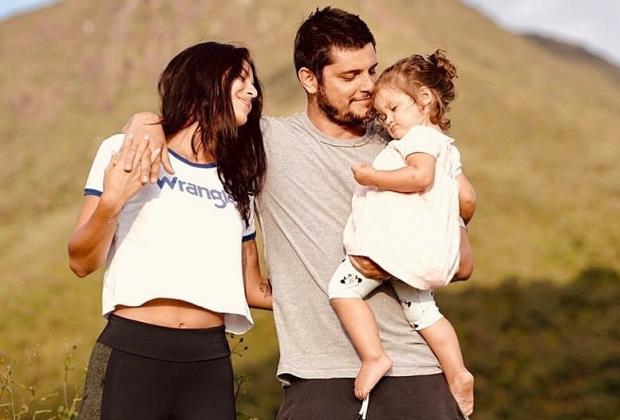"""Bruno Gissoni pede desculpas por ir à praia com Yanna Lavigne e a filha: """"Quebramos a quarentena"""" Bruno Gissoni Instagram / Reprodução/Reprodução"""