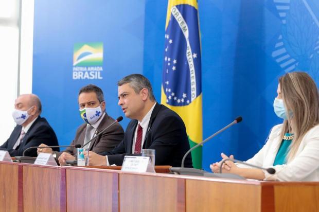Ministério da Saúde anuncia parceria para produzir até 100 milhões de doses de possível vacina contra a covid-19 Carolina Antunes/Presidência da República/Divulgação