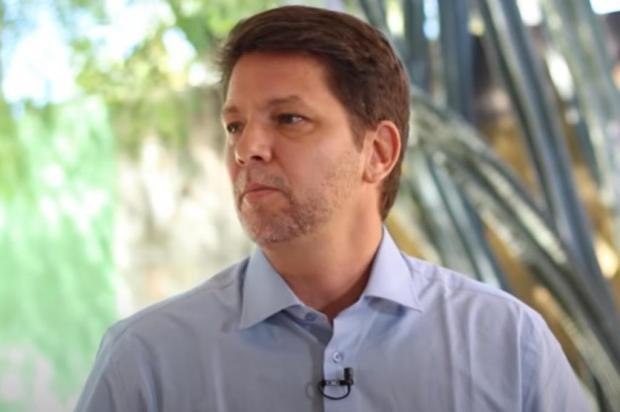 """Mario Frias reposta vídeo com crítica a Felipe Neto: """"Criança tem que brincar"""" Reprodução/Youtube Eduardo Bolsonaro"""