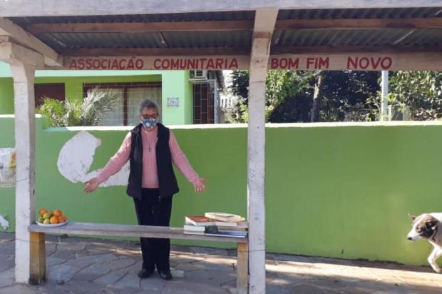 """""""Parada solidária"""": projeto promove doações de livros e alimentos em ponto de ônibus de Guaíba Arquivo pessoal/Arquivo pessoal"""