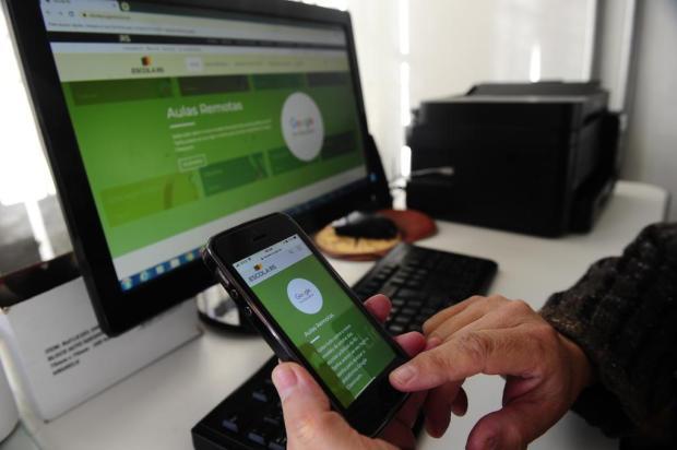Um mês depois, cerca de 40% dos alunos da rede estadual seguem fora do sistema de aulas online Porthus Junior/Agencia RBS