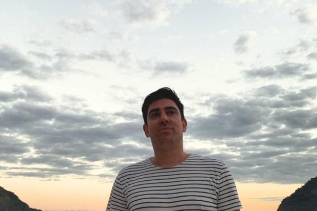 """Marcelo Adnet pausa humor no """"Sinta-se em Casa"""" e faz canção para apresentador do SporTV Globoplay/Reprodução"""