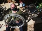 Conheça Jorge do Bem, caminhoneiro que usa seu tempo livre para consertar e doar cadeiras de rodas Jefferson Botega/Agencia RBS