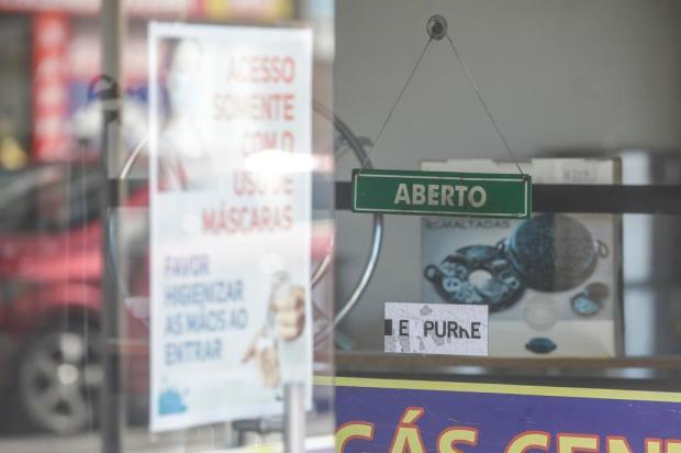 Apesar de decreto restringir comércio, cenário na Avenida da Azenha lembra período anterior à pandemia André Ávila/Agencia RBS