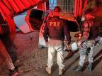 Dupla é presa após carro roubado bater em muro de casa em Novo Hamburgo PRF/Divulgação