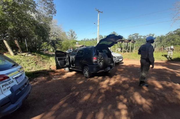 Criminosos roubam loja de videogame em Gravataí, batem carro na RS-118 e fogem a pé Brigada Militar/Divulgação