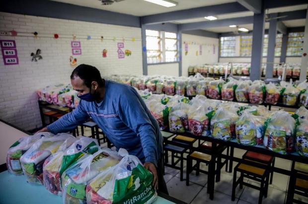 Programa de distribuição de merenda escolar já entregou mais de mil toneladas de alimentos em Porto Alegre Marco Favero/Agencia RBS