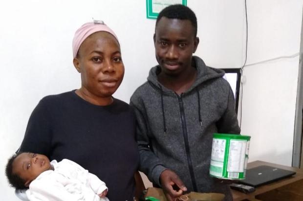 Casal de ganeses que vive em Portão pede ajuda para trazer a filha mais velha da África Arquivo Pessoal/Divulgação