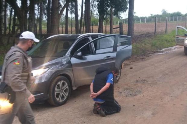 Homem é baleado e outro é feito refém durante roubo de veículo no bairro São Geraldo, em Porto Alegre Divulgação/Brigada Militar