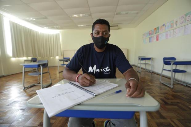 Ex-morador de rua volta a estudar em busca de oportunidade de trabalho Isadora Neumann/Agencia RBS