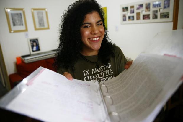 Estudante da Restinga é selecionada para curso em Cambridge, na Inglaterra Félix Zucco/Agencia RBS