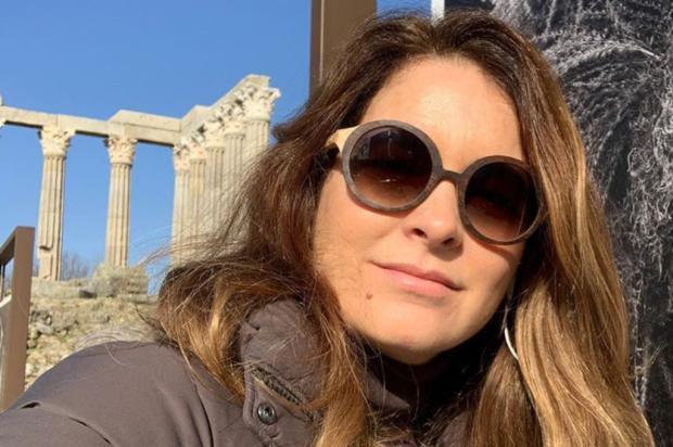 """Cláudia Abreu, que acaba de completar 50 anos: """"Deus me livre ser perfeita, eu seria insuportável"""" Instagram @claudiaabreu_atriz / Divulgação/Divulgação"""