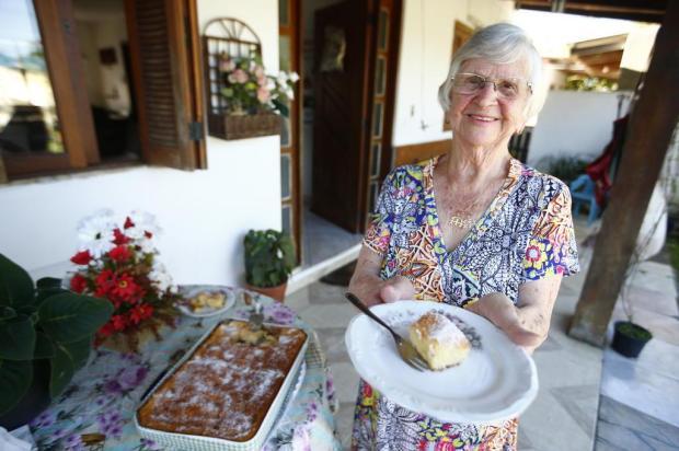 Receita de vó: aprenda a fazer o bolo de Fanta da dona Guida Félix Zucco/Agencia RBS