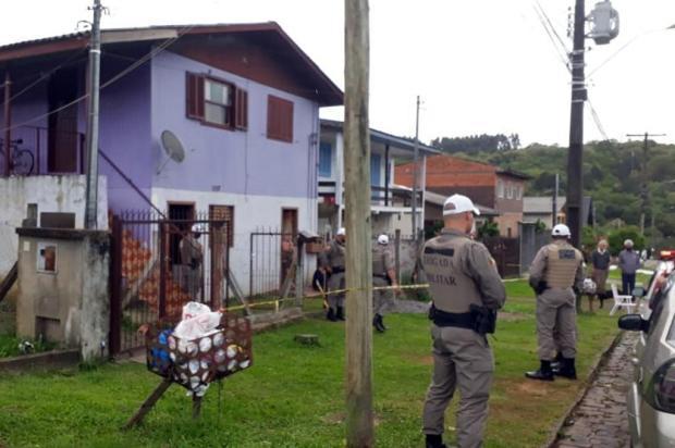 Homem, grávida de seis meses e criança de quatro anos são mortos a tiros dentro de casa em Caxias do Sul Ant Petim/Divulgação