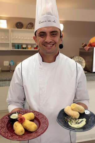 Bolinho de batata recheado com costelinha de porco do chef Endrigo Cleiton Thiele/SerraPress