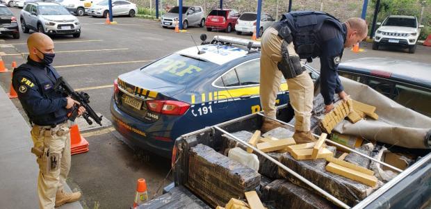 Idoso é preso transportando 420 quilos de maconha na freeway, em Gravataí PRF / Divulgação/Divulgação