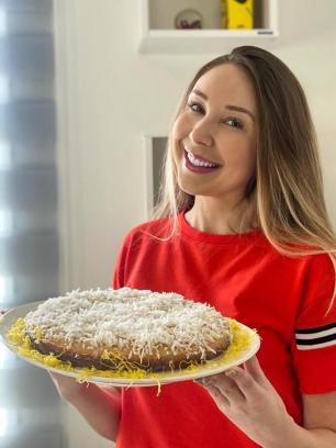 Bolo de coco cremoso da Mari Araújo: confira a receita preparada pela colunista Mariane Araújo/Arquivo Pessoal