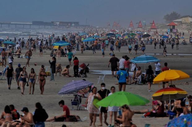 Praia, festas de fim de ano e ar-condicionado podem piorar pandemia no verão no Brasil, dizem especialistas Lauro Alves/Agencia RBS