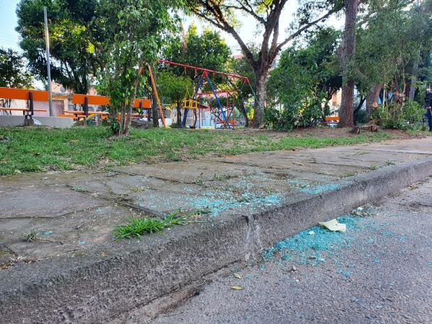 Homem e mulher grávida são mortos a tiros dentro de carro em Porto Alegre Marcos Pacheco / RBS TV/RBS TV
