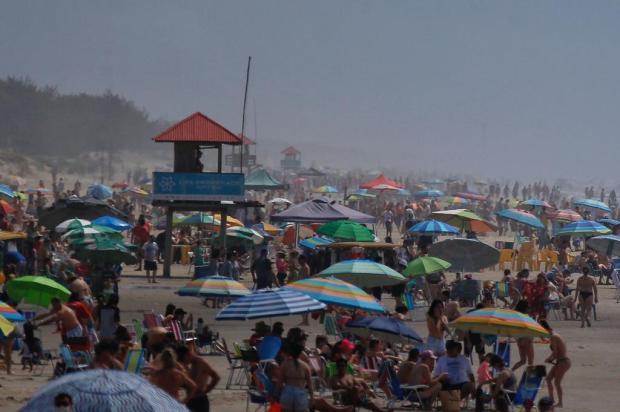 Por que restaurante pode ficar aberto e ir à praia está proibido? Especialistas analisam restrições do novo decreto estadual Lauro Alves/Agencia RBS