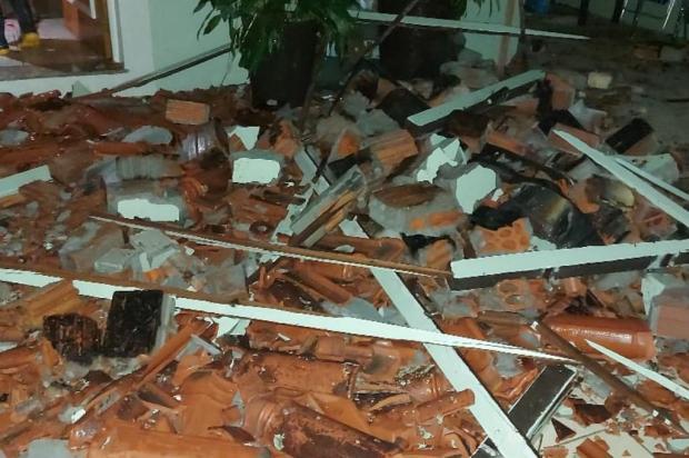 Temporal deixa 310 mil clientes sem luz e uma pessoa morta no sul do RS Defesa Civil Regional de Pelotas/Divulgação