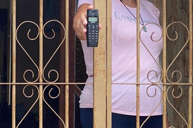 """""""Pensei que estava brincando, quando botou a mão na arma vi que era verdade"""", diz idosa assaltada por ladrões que se passaram por equipe de vacinação Matheus Felipe / RBS TV/RBS TV"""
