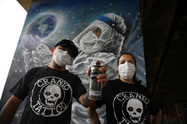 Grafite presta homenagem aos profissionais da saúde em Sapucaia do Sul Félix Zucco / Agencia RBS/Agencia RBS