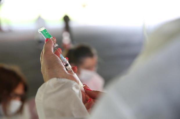 Porto Alegre amplia vacinação e começa a aplicar doses em pessoas com 58 e 59 anos com comorbidades Antonio Valiente / Agencia RBS/Agencia RBS