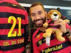 """Ex-BBB Gil é alvo de ataques homofóbicos após dançar em estádio: """"Ainda machuca"""" @gilnogueiraofc / Instagram/ Reprodução/Instagram/ Reprodução"""