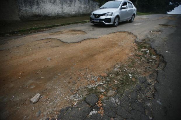Alvorada e os buracos do bairro Jardim Algarve Félix Zucco / Agencia RBS/Agencia RBS