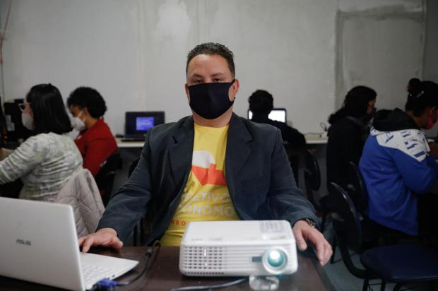 ONG do Morro da Cruz oferece internet e cursos de qualificação para moradores Anselmo Cunha / Agencia RBS/Agencia RBS