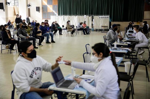 Saiba como será a vacinação contra a covid-19 em Porto Alegre nesta sexta-feira Mateus Bruxel / Agencia RBS/Agencia RBS