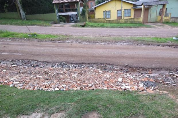 Sem pavimentação de avenida, moradores de Viamão improvisam reparos na via Arquivo Pessoal / Arquivo Pessoal/Arquivo Pessoal