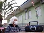 """Nosso companheiro"": rádio é a parceria diária de idosos acolhidos na Sociedade Porto-Alegrense de Auxílio aos Necessitados Anselmo Cunha / Agencia RBS/Agencia RBS"