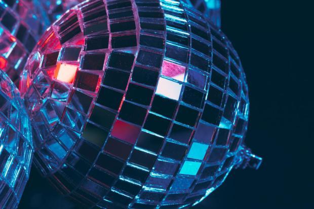 Por que o RS vai liberar pistas de dança em festas fechadas, mas não em boates e shows? fotofabrika / stock.adobe.com/stock.adobe.com