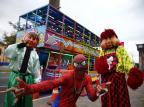 Com Homem-Aranha e Fofão dançarinos, carreta-balada chama atenção nas ruas de Porto Alegre Felix Zucco / Agencia RBS/Agencia RBS