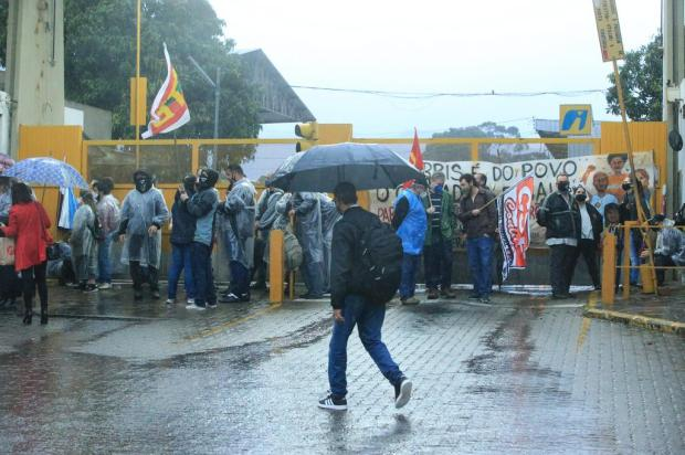 Funcionários da Carris fazem novo protesto, e prefeitura mantém esquema especial nos ônibus Ronaldo Bernardi / Agencia RBS/Agencia RBS