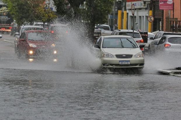 Chuva forte provoca queda de árvores e deixa semáforos fora de operação em Porto Alegre Lauro Alves / Agencia RBS/Agencia RBS